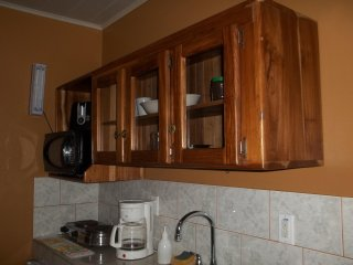 1 Bedrm 1 bath x 2 guests, fully equipped Kitchenete. patio 1FK