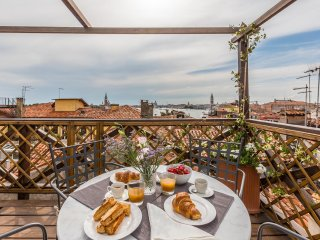 Arsenale Terrace - Charming attic with stunning Altana