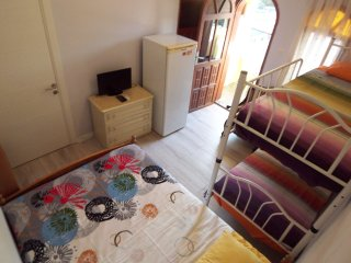 Family Studio close to beach with Air-con tv Wifi