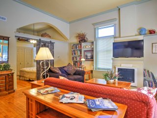 Charming Saugatuck Condo w/ Private Deck!