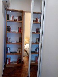 Entrada dormitorio 3, con Armario empotrado AIRE ACONDICIONADO