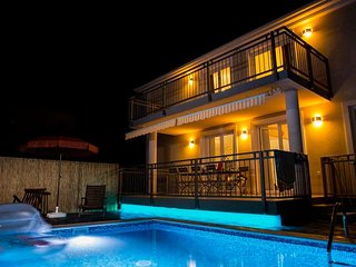 Lovely Holiday home with Pool - Villa Mira