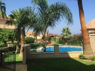 Spacious 4 Bed  with private garden & steps to pool