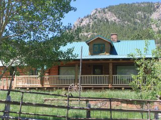 Log cabin on 3 private acres that is within 1 mile of Estes and RMNP entrance