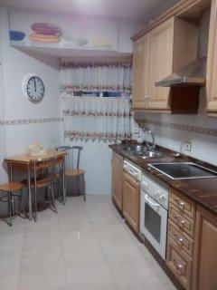 Cocina completa, vitroceramica, horno, lavavajillas, lavadora, frigorifico/ americano, microondas