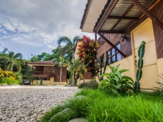Avellanas Beach House, Private, Wi-Fi, Great Beds, Pool, COLD AC, Rancho Bbq 3