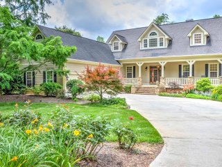 Impressive 6BR Young Harris Home w/Private Dock, Hot Tub & Fire Pit - Prime