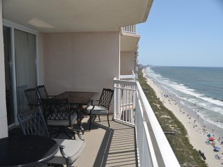 Spacious Beach Front -4 Bdr/3 Bath On the Beach