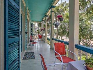 Lavish Galveston Apartment - 6 Blocks to Beach!