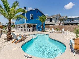 3BR w/ Private Pool & Fire Pit - Near Beach