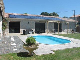 Maison piscine  terrasse 7 personnes proche Niort marais poitevin 115 m2 wifi