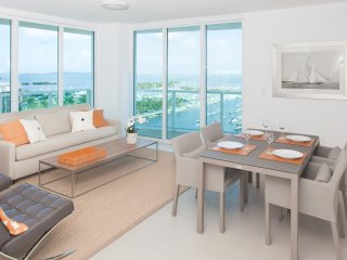 BEST BAY VIEW FROM PRIVATE UNIT IN SONESTA. FREE PARKING, POOL, GYM, WI-FI