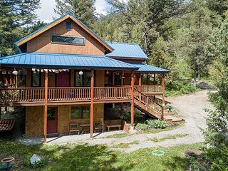 New Rental on Market! Luxury Cabin! Peaceful Retreat- Sleeps 8- Free WiFi...