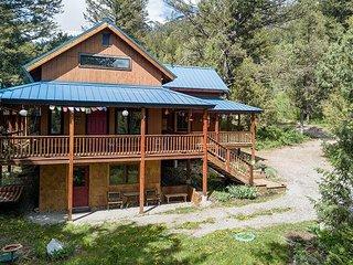 New Rental on Market! Luxury Cabin! Peaceful Retreat- Sleeps 8- Free WiFi...