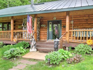 NEW! Cozy 2BR Holcombe Cabin w/ Porch Near Lake!