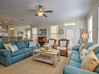 NEW! 3BR+Bunk Room Destin House 'The Sun Shack' - Walk to Beach!