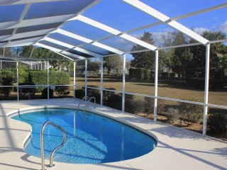 Family vacation in the sun |close to Crystal River | book 7 nights pay 6!