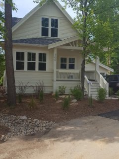 Designer Luxury, Walk to Everything ~ Private Hot Tub, Perfect for Large Family