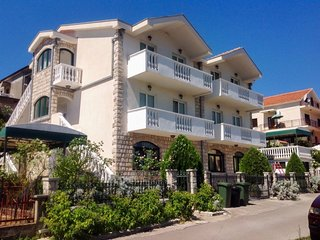 Bright apartment 900m from the sea
