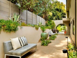 #59 Contemporary Beverly Hills Villa w/ Pool