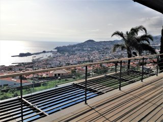 Villa Cary - Feel the wake up and lie down with the beauty of Funchal Bay