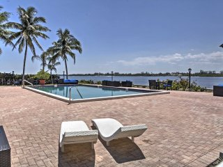 Waterfront Palm Beach Condo w/Private Beach Access