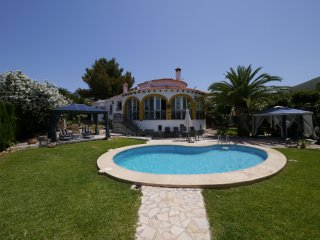 6 Beds Private Villa + Pool 5 Mins to Town + Beach