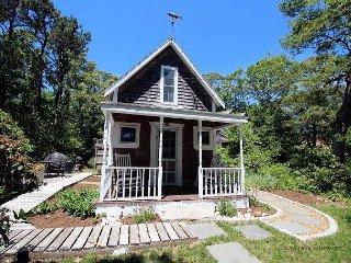 Charming Oak Bluffs Cottage