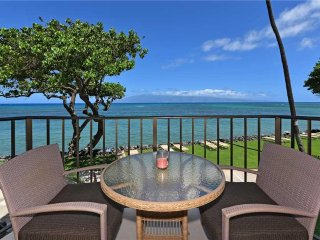 Deluxe - Ocean Front in Center building ~ Kahana Reef #209