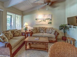 8 H H Beach Villa-Oceanfront Community, Steps to the Beach, Dining & Shopping