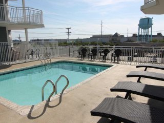 Large 4 Bed Condo with Greaat Bay Views across from Convention Center