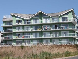 Beautiful Bayfront Condo with Spectacular Bay and Sunset Views CS 203