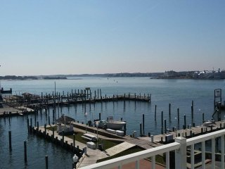 White Marlin Downtown BayFront  Somerset St Sleeps 4