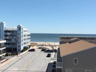 SAVE 15% BOOK BY 6/4  Beautiful Totally Refinished Penthouse with Great Views an