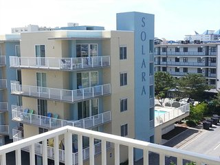 Mid-Town 2 Level Condo Steps to the Beach Pool & Favorite Resturants