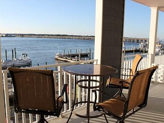 SPECIAL 15% OFF OPEN DATES Downtown Bayfront Condo Private Fishing Pier Great Vi