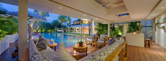 la piscine Lounge Bar, Villa Zambala