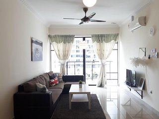 Family & big group | Free WiFi | Near MRT & KTM