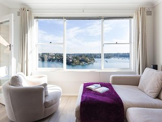 ★ Serene & Modern Waterfront Greenwich Apartment ★