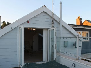 Delightfully spacious and bright duplex with sea views in Budleigh Salterton