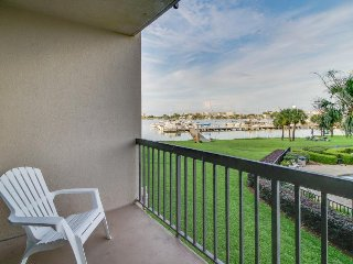 Bayfront studio with shared pool, water views, and easy access communal dock