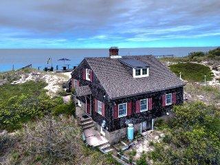 Beachfront cottage w/ deck & hammock on the dunes, sunset ocean views!