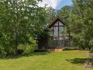 Secluded lodge w/ 19 acres, creek & fish pond - groups and ATVs welcome!