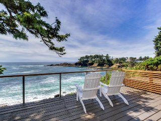 Dog-friendly oceanfront home w/ coastal views, a telescope, walk everywhere