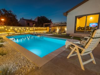 Kuntrada 45 with heated pool and kids pool