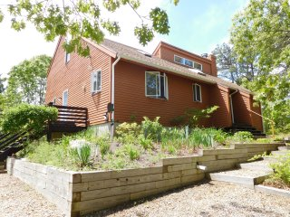 Beautiful Wellfleet Contemporary Close to town & beach