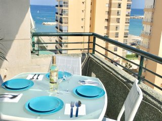 Beautiful 3 bedroom beachside apartment, Great holiday location!