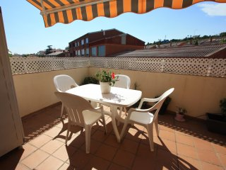 Cozy, sunny flat 600 m from beach, 20 mins to BCN