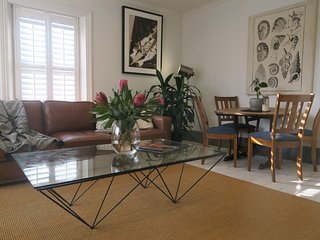 Grappa Court- Spacious, Contemporary & Comfortable