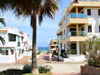Marina Castillo: Penthouse Spacious & Luxury, 3-Bedrooms, Sea Views